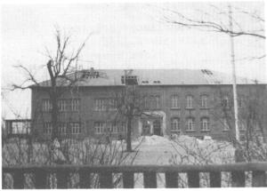 Die evangelische Heßlerschule während der Renovierung 1960