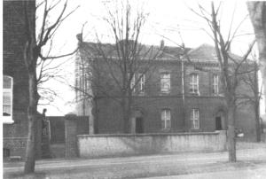 Das erste Schulgebäude der evangelischen Heßlerschule an der Heßlerstraße 213